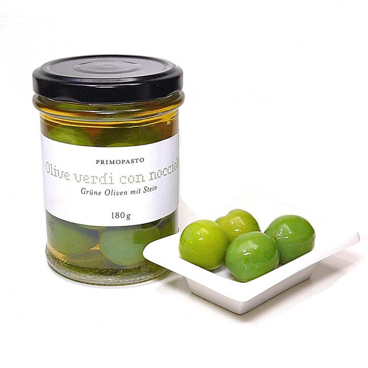 Grüne Oliven mit Stein