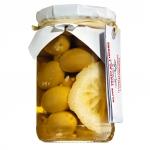 Grüne Oliven mit Zitrone