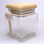 Glasbehälter mit Holzdeckel und Löffel